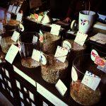 オリジナル焙煎機の販売も手掛ける日暮里のコーヒー豆焙煎専門店「カメヤマ珈琲」。
