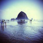 【映画グーニーズのロケ地】オレゴンで人気の高いリゾート地  「キャノンビーチ」で「ヘイスタック・ロック」を見に来た。